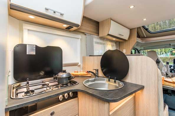 camperverhuur-dabentie-luxe-keukenblok