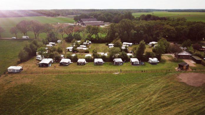 Camping De Bosfluiter