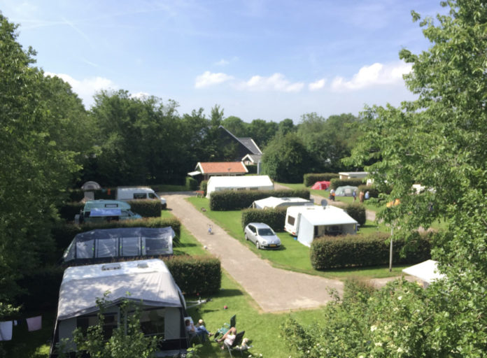 Camping 't Lemsterhop net buiten het watersportdorp Lemmer