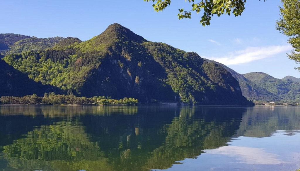 Het Idro-meer is misschien wel het mooiste kleine meer van Italië.