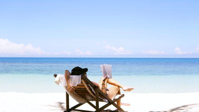 Leesonderzoek: tijdens de zomervakantie lezen we vaker spannende boeken
