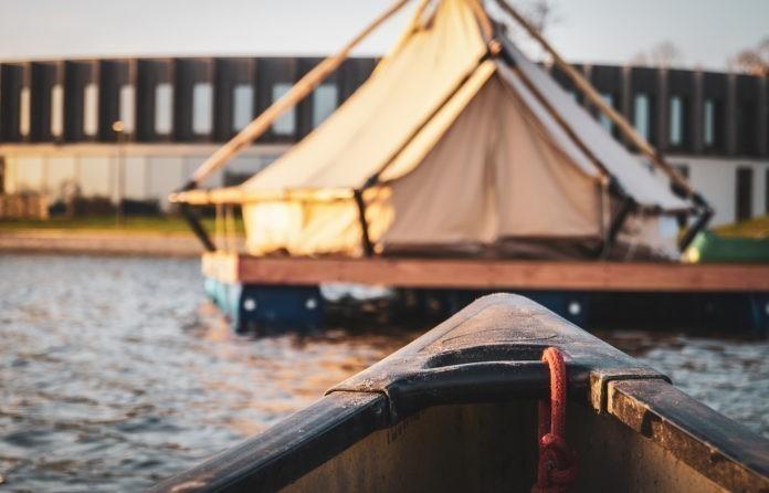 Vlotkamp slapen op het water in Zuienkerke